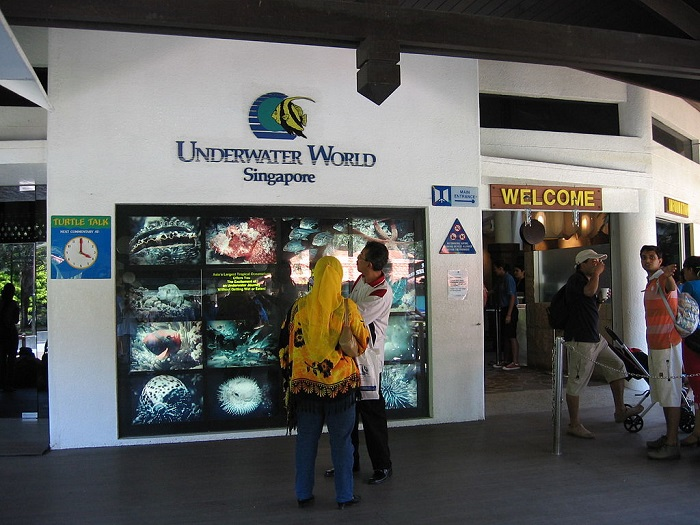 1024px-Underwater_World,_Singapore,_Sentosa,_Aug_06