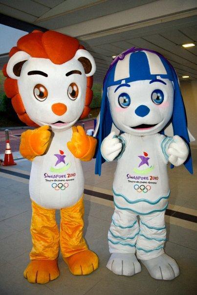 Lyo_and_Merly,_2010_Summer_Youth_Olympics_mascots,_Singapore