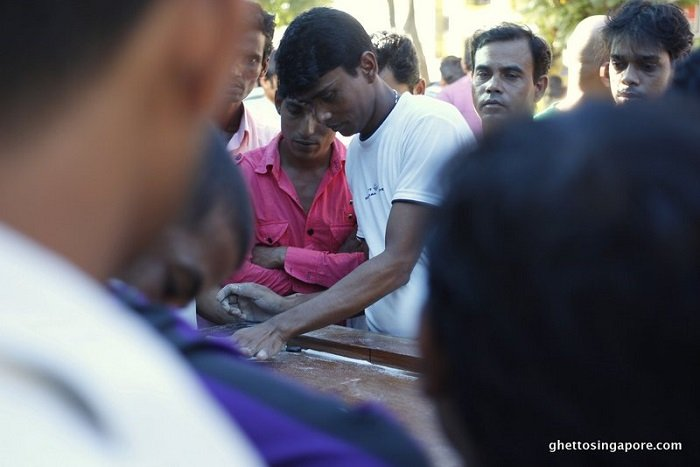 Traditional-Game-of-Carrom_3