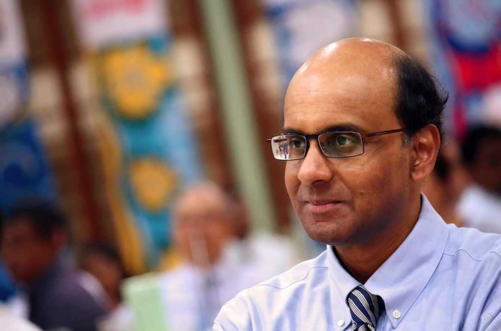 Tharman_Shanmugaratnam_at_the_official_opening_of_Yuan_Ching_Secondary_School's_new_building,_Singapore_-_20100716