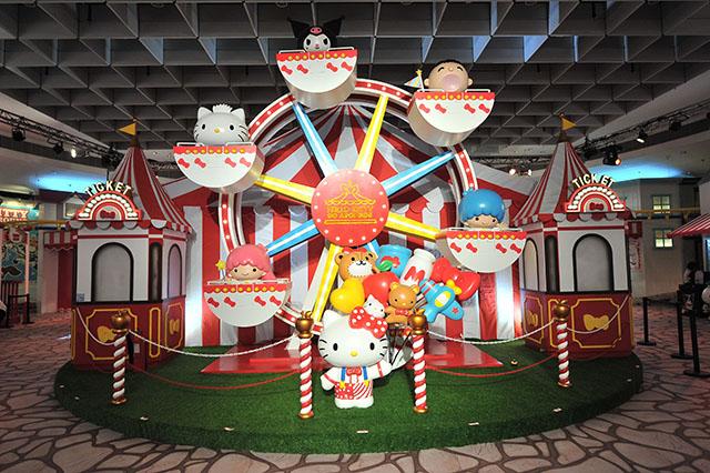Hello-Kitty-Go-Around-Singapore-Ferris-Wheel