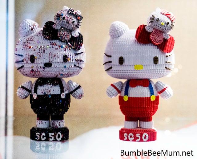 Hello-Kitty-Go-Around-Singapore-SG50-Exclusive-figurines