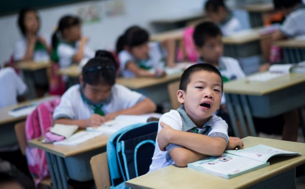 Chinese childen attend a Chinese class at the Jinqao Center Primary School in Shanghai on September 1, 2014. The Shanghai Education Commission recently announced the opening of 50 new public schools in the city, according to local news. AFP PHOTO / JOHANNES EISELE