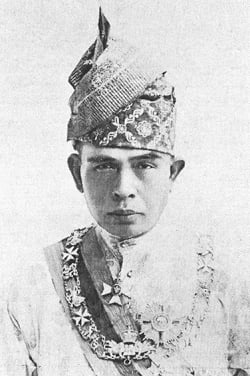 sultan iskandar shah singapore history