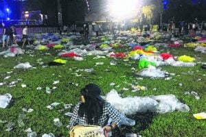 X Propagandas About Singapore That Are Just Not True_litter after concert