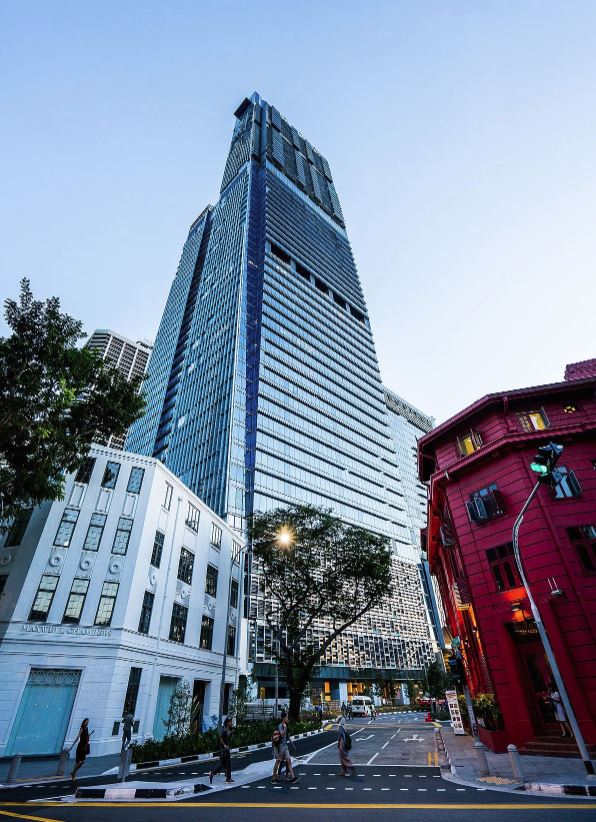 Singapore 39 s tallest building isn 39 t just an office it - Singapore tallest building swimming pool ...
