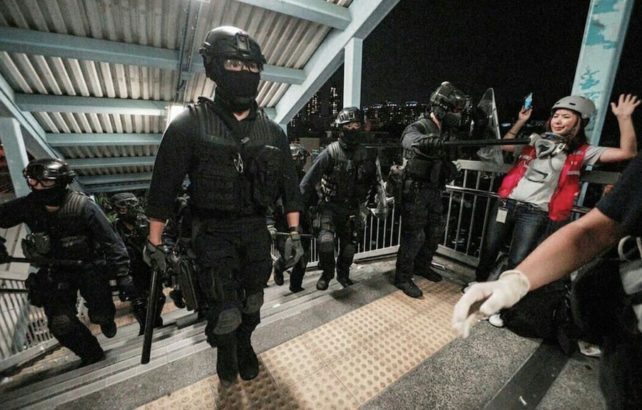 HK Policeman Threatens CNA Reporter With Baton, Leaves Her ...