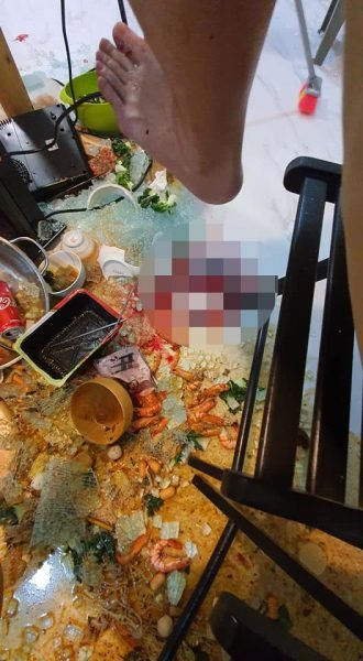 S Pore Lady Glass Table Explodes During Steamboat Dinner Guests Injured Brought To Hospital - Why Do Glass Tables Explode