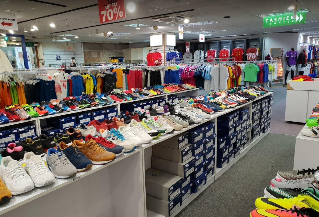 pore Bids Farewell To OG Outlet Store