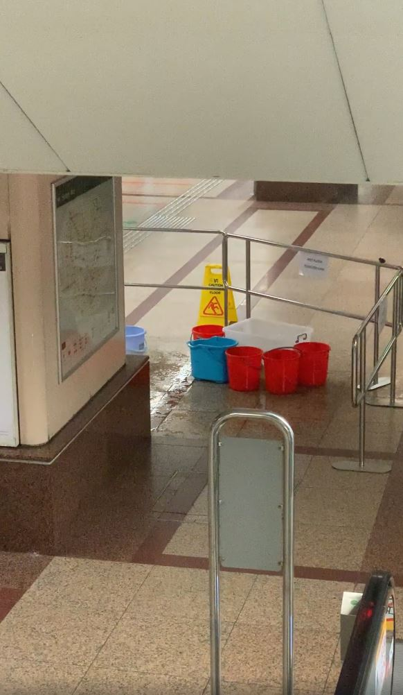 Raffles Place Mrt Sees Water Leaking From Roof Pails Dispatched To Prevent Ponding