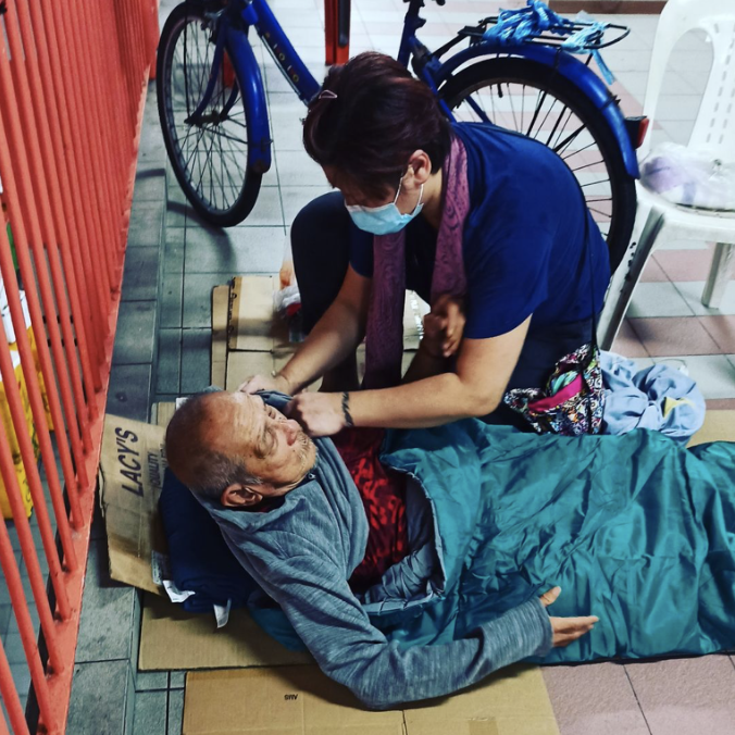 Homeless uncle shivers Chinatown