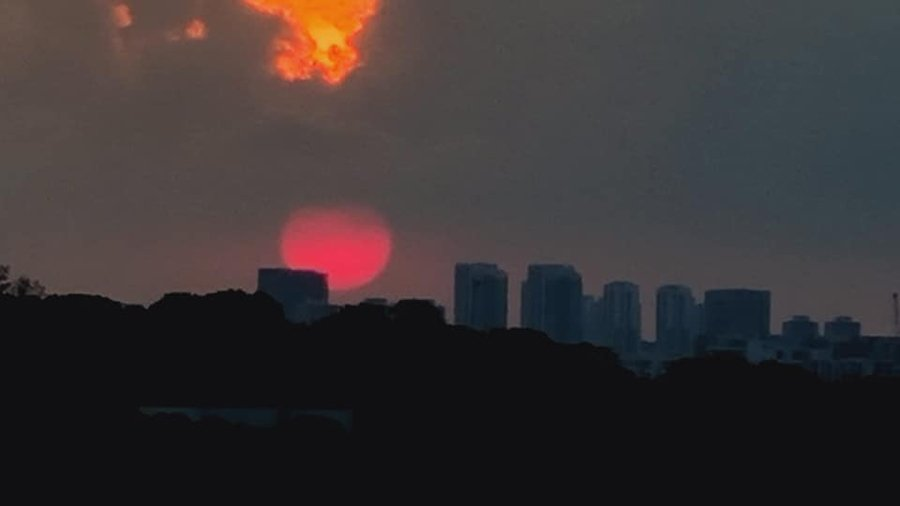 Super Flower Blood Moon bright red sunset