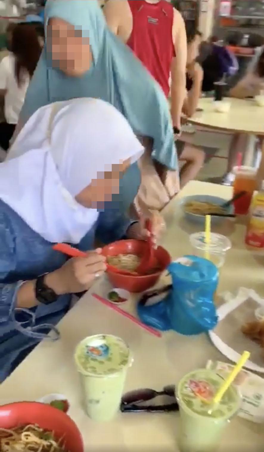 muslim women eating ramadan