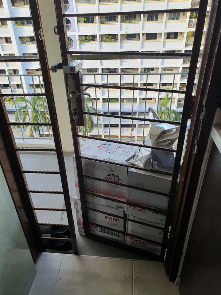 door deliveryman boxes