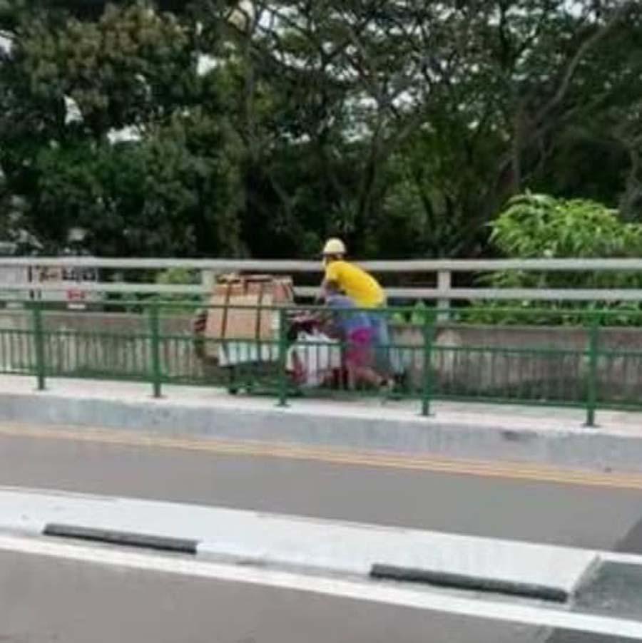 construction worker helps 1
